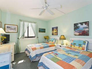 Flagler Beach house photo - The cheery guest bedroom, with 2 twins and flat-screen TV.