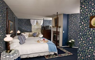 Night Blooming Jasmine Suite with King Bed and Fireplace!