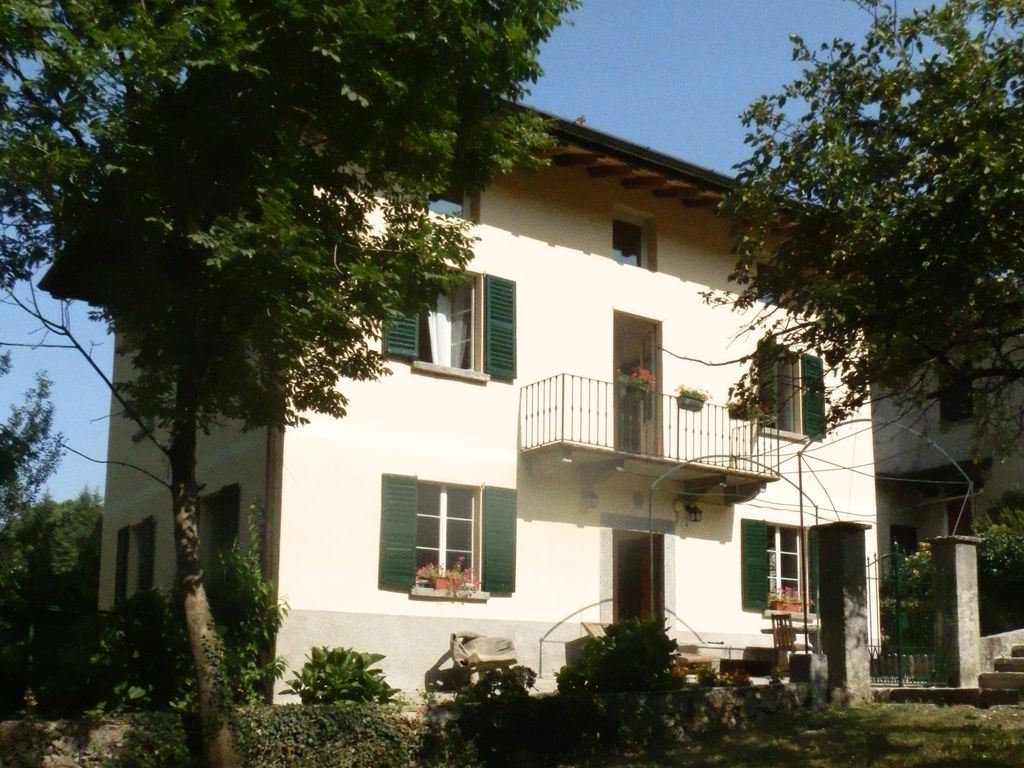 Beautiful peaceful italian house lake como vrbo for Italian house