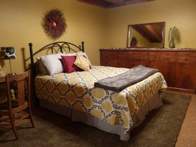2nd basement bedroom, queen bed