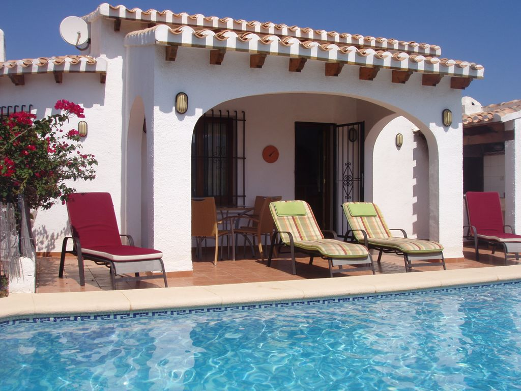 S4372 detached spanish villa in mountain location air for Spanish villa house