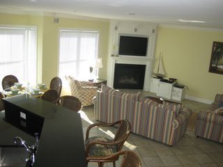 Belmont Towers Ocean City townhome photo - Kitchen breakfast bar, dining and living areas