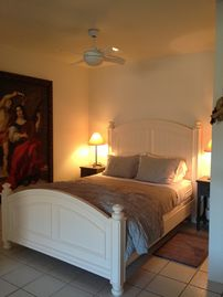 Ojai house rental - Queen Bed with Organic Memory foam mattress