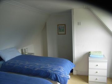 auld farmhouse twin bed room with on-suite shower