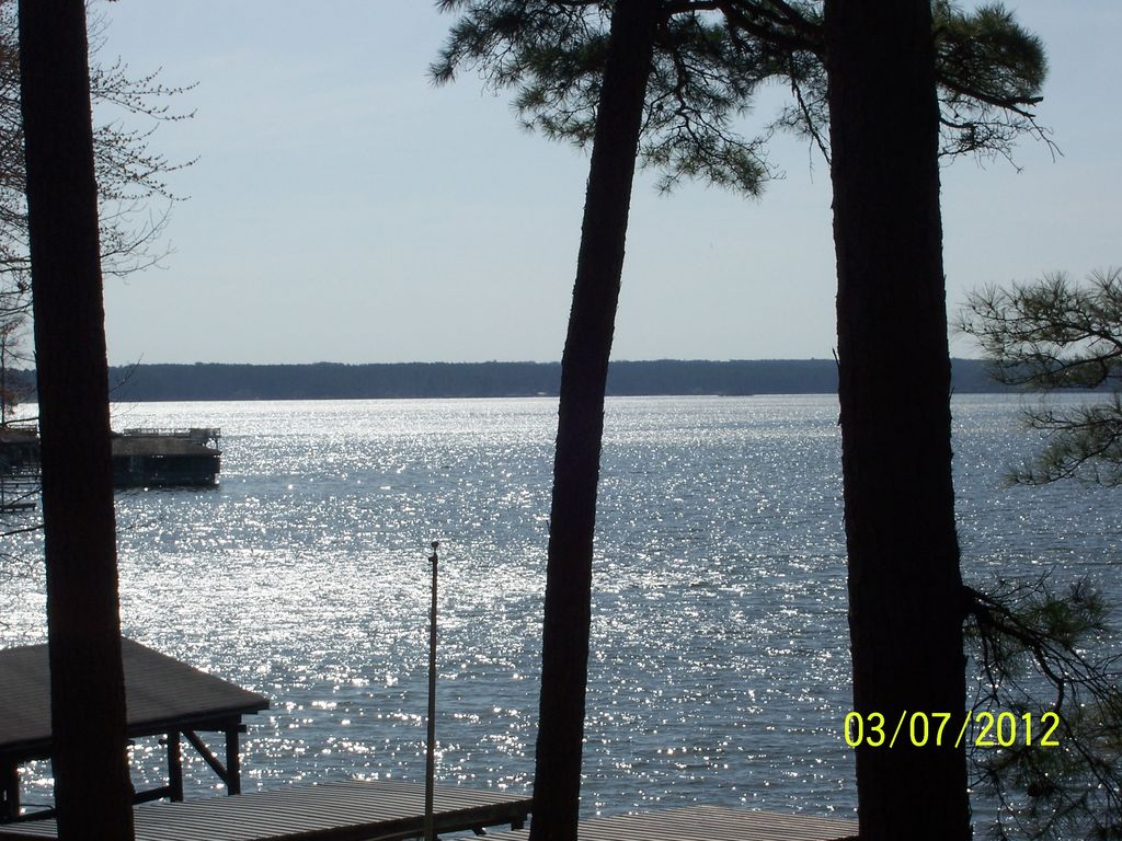 an overview of lake gaston water Call waterfront properties at lake gaston nc/va 252-586-7600 for more info premier unit in hubquarter landing located on corner lot with side entry to over sized garage one of a kind lot.