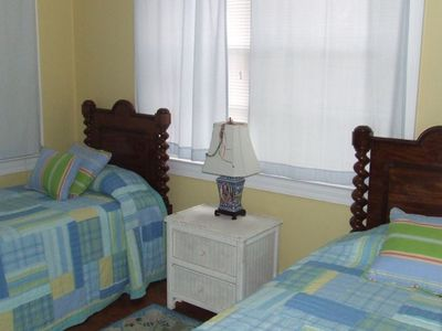 Sullivans Island condo rental - Back bedroom with twins