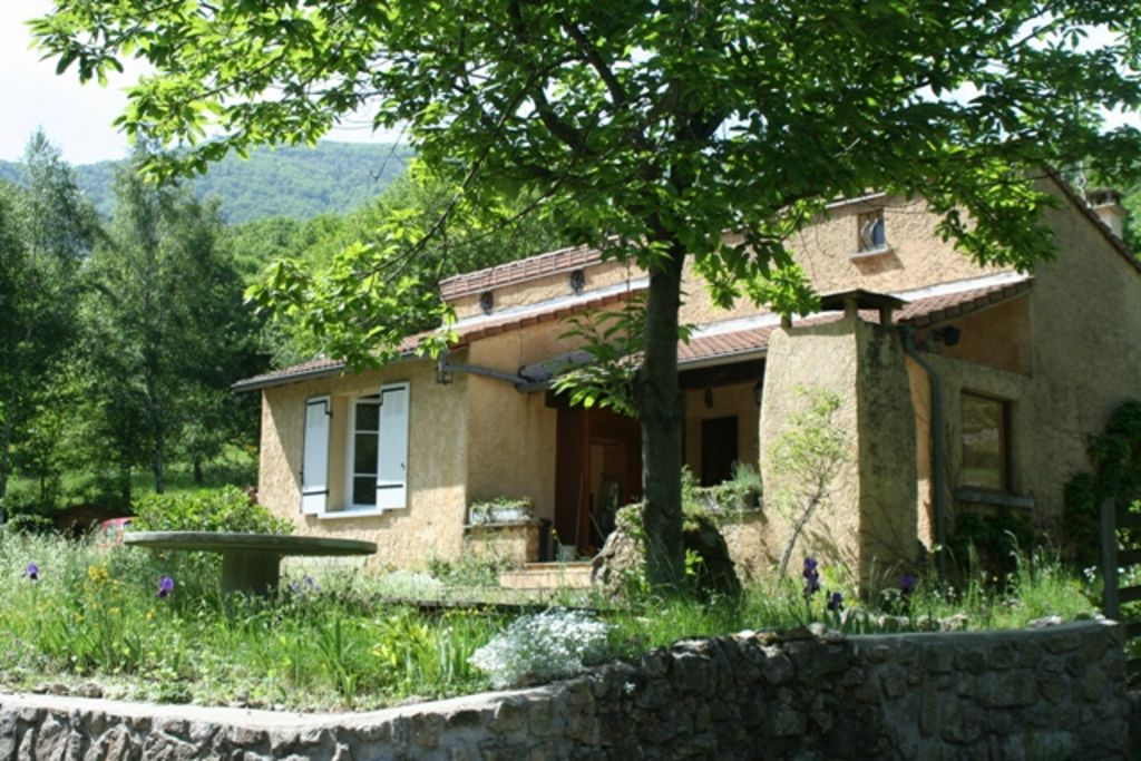 Cosy and very nice holiday home in a small French village