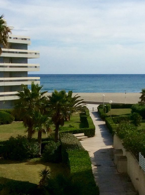 Location vacances appartement canet en roussillon la for Location garage canet en roussillon