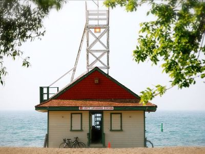 Historic lifeguard stand on lake Ontario, just a 15 minute walk from Cozy