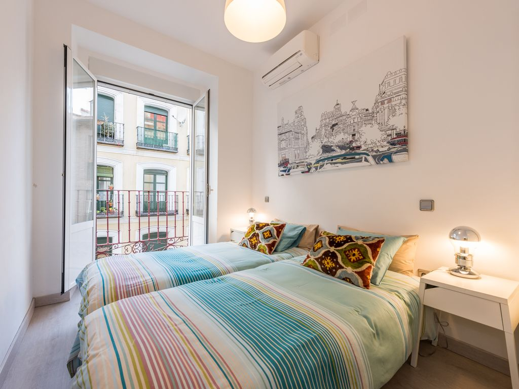 wow!! LATINA SOL!  LIFT in Madrid City Center !! 2bh, 1ba, Sleeps 5!