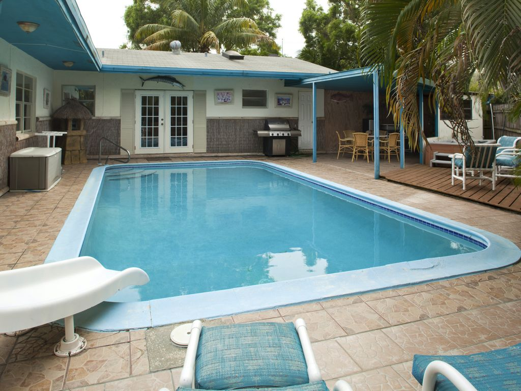 Family fun at the fort lauderdale hula house vrbo for 9 bedroom vacation rentals