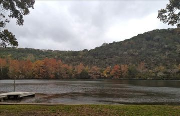 Austin house rental - Beautiful fall foliage with view of dock
