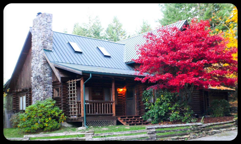 Come enjoy our custom log cabin w mountain vrbo for Rental cabins near mt st helens