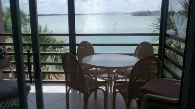 STUNNING VIEWS!!.1 Bed and 1 bath, sleeps 4 with Wifi in unit.