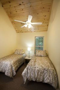 Asheville cottage rental - Bedroom with twin beds