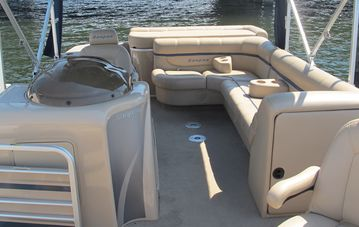 Casa's luxurious 22 ft. San Pan pontoon luxurious 22ft. San Pan pontoon