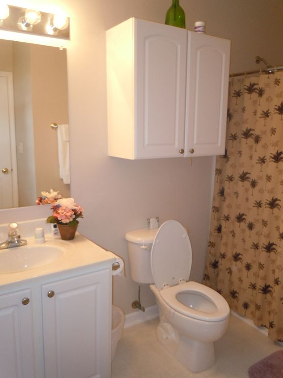 2 Full Bathrooms. (Towels available)/ WASHER & DRYER