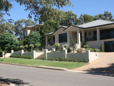 Cosy three bedroom apartment with unlimited NBN