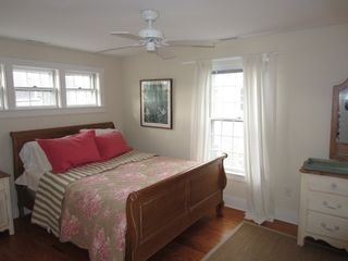 Naushop house photo - Bright & beautiful queen bed.