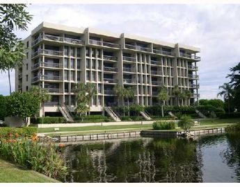 Lido Key condo rental - Front View