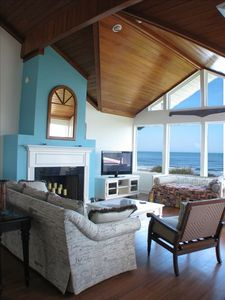 Great Room.  At least as nice as it looks. Many more pics available at paradiseinpontevedra dot com