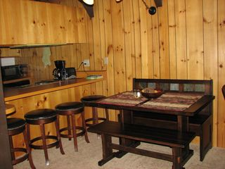 Mammoth Lakes condo photo - Comfortable dining area