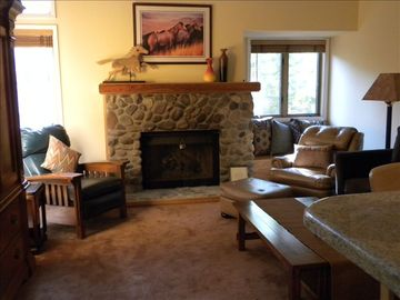Incline Village condo rental - Living Room with Ample Seating and Bar