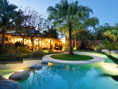 Villa Don Vito Infinity-edge pool & luxurious tropical garden by Night