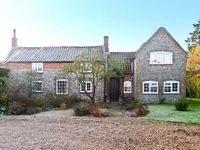 THE COTTAGE, pet friendly, with a garden in East Ruston, Ref 11605