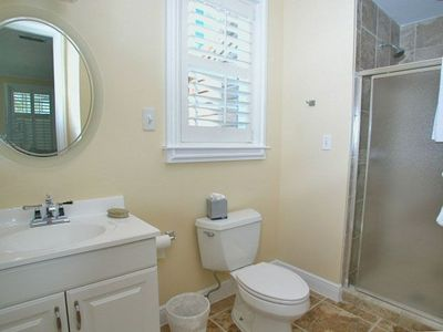 Fur, Fins and Feathers - Bathroom 1 - Cottage Rental Agency