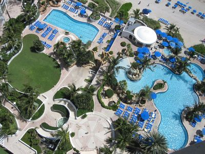 Sunny Isle hotel rental - Trump international pool