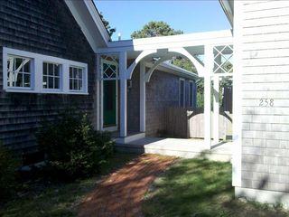 Entrance - great sun exposure through outdoors and indoors!