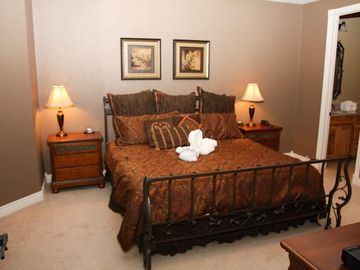 Both Bedrooms Feature - King Size Beds