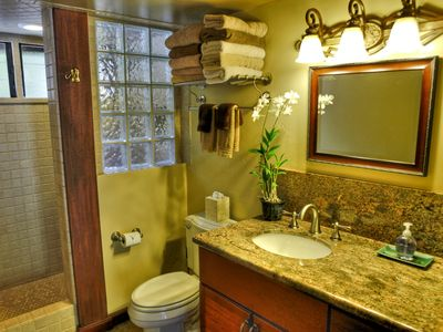 Kalaheo cottage rental - Torch Suite Bath