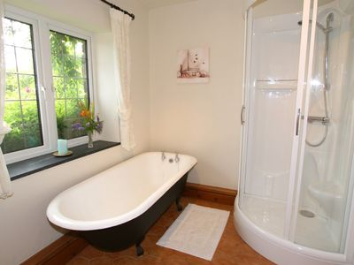 Bude house rental - Main bathrom with roll top bath