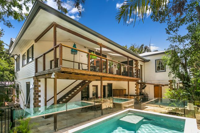 """Skye Lodge Byron Bay"""