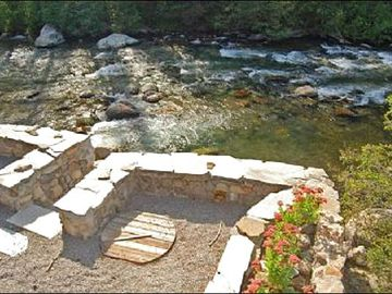 Plunge Pool by Rivers Edge