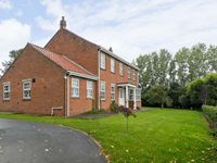 WOODHILL, pet friendly, with a garden in Cottingham, Ref 9741