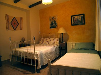 Lesbos house rental - Twin bedroom
