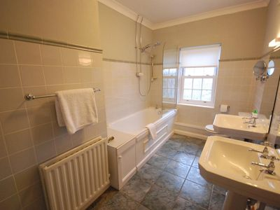 Bridport house rental - En Suite bathroom