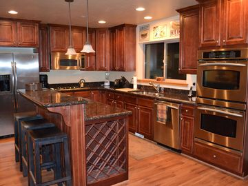 Bear Hollow Village townhome rental - Gourmet kitchen w/ stainless, gas appliances and granite counter tops.