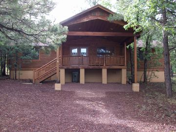 Pinetop cabin rental - front of cabin