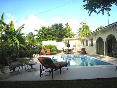 Aqua Bliss villa with private pool - Walk to beaches, restaurants, and shopping