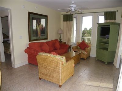 Lovely Family Room, Flat screen TV, Open to Kitchen