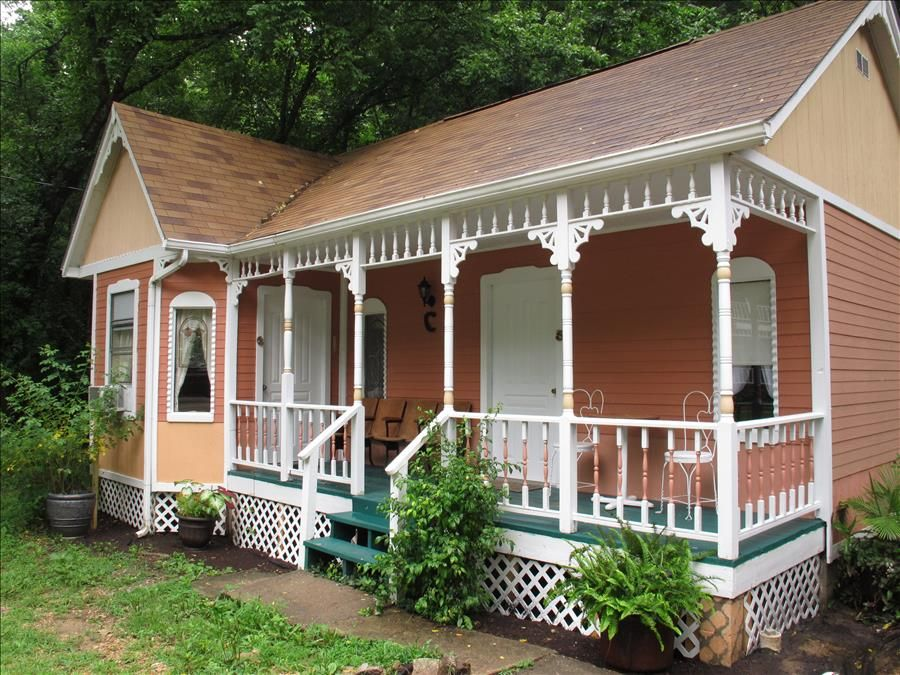 Cottages on main street 6 peach downtown eureka springs Cabins eureka ca