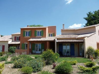 Comfortable holiday homes on a holiday park with a swimming pool in Provencal Nyons.