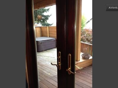 Cozy and Comfortable... a Spacious, Relaxing Retreat in the Heart of Portland