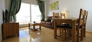 Two Bedromed Apartment With Stunning Golf Course Views And Free WIFI Sleeps 4.