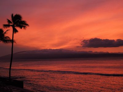 Fabulous sunsets! Just one reason for a tropical vacation in a Maui condo rental