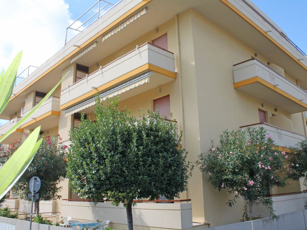 Nice Apartment In The Small And Lovely Building But 1004441